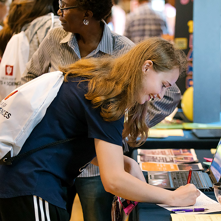 Student signs up for more program information at the Majors and Careers Expo.